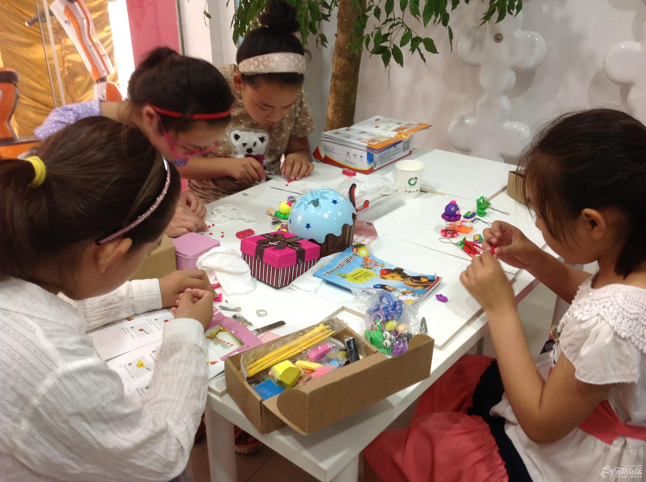 作品 鼓励/这两张是入门班学员在制作陶泥作品,是不是很专注,每天上课...